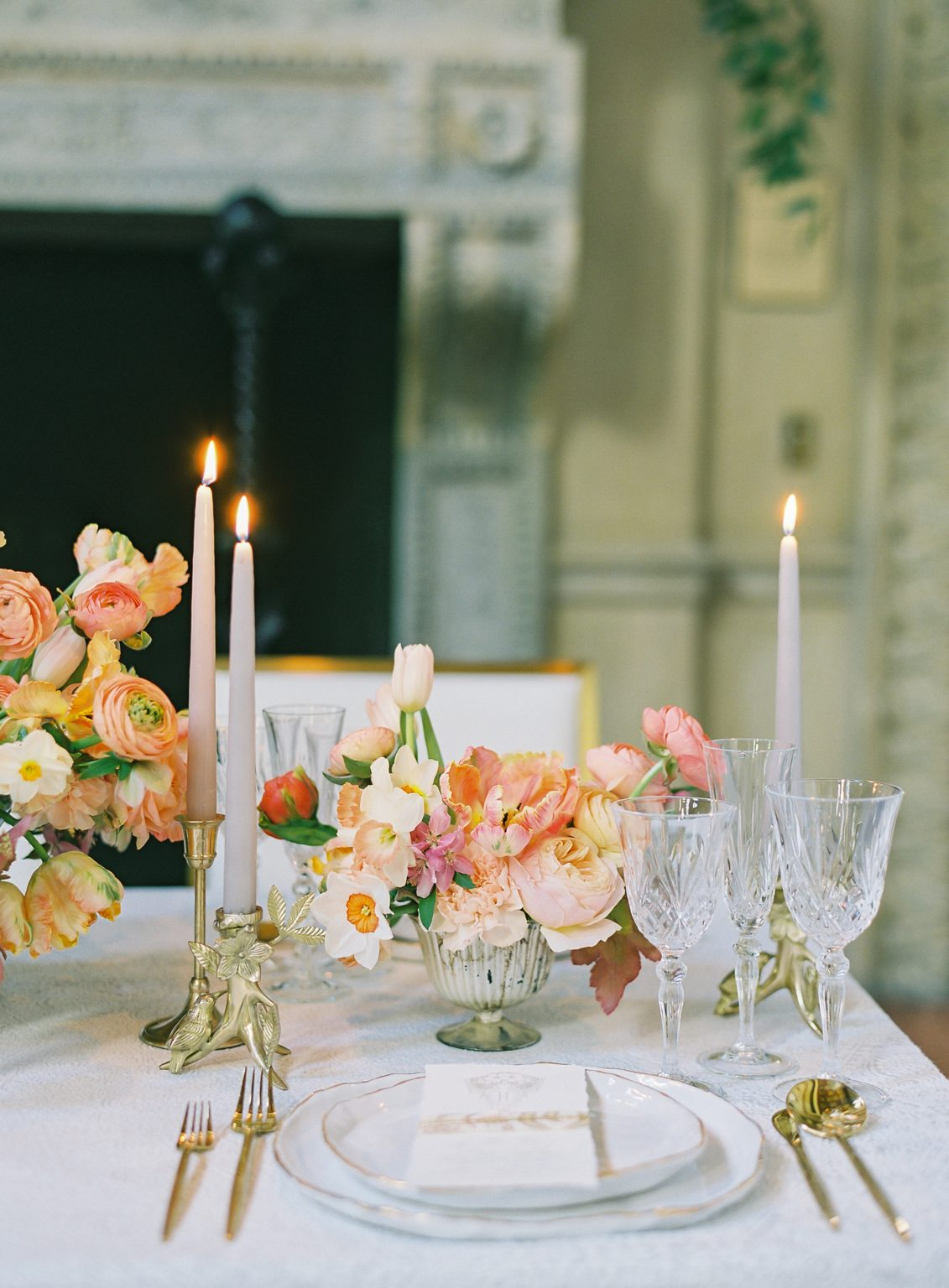 <h2>A sunlit dinner setting in the Ballroom</h2>Photo by Vicki Grafton. Pamela Barefoot Events, planner.