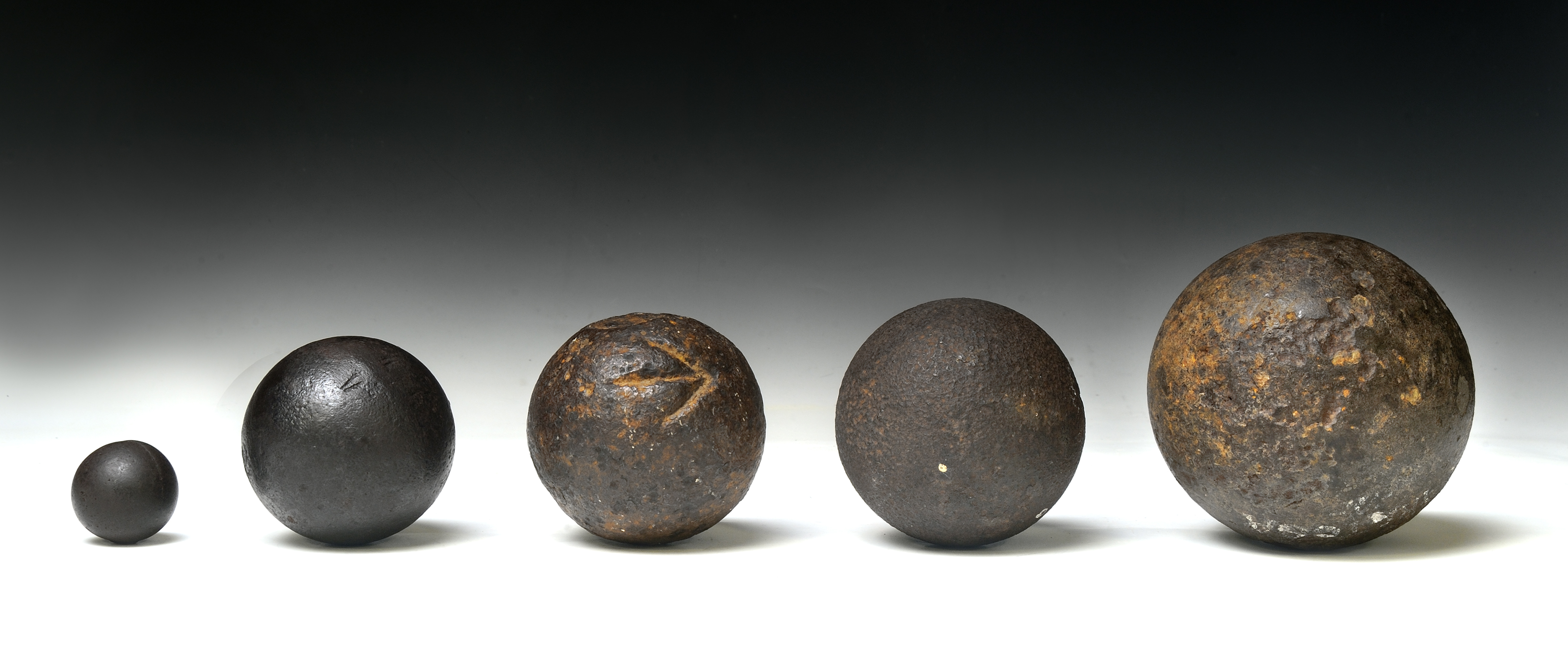 Cannonballs and grapeshot, 18th century
