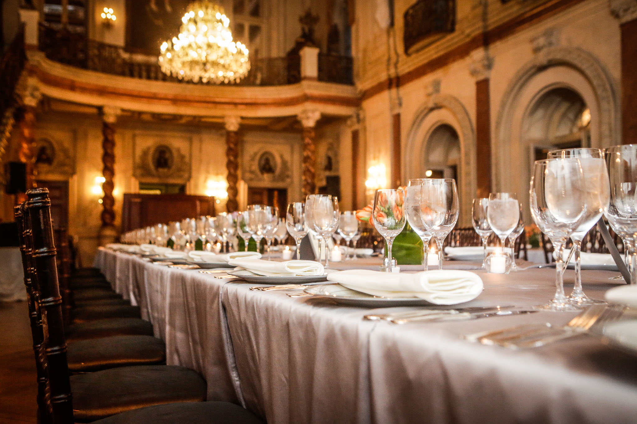 <h2>King's table in the Ballroom/h2>Photo by Jon Fleming.