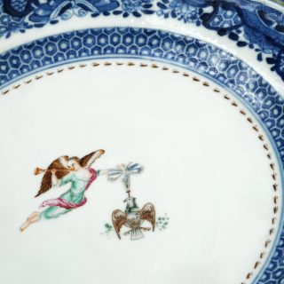 Center of a porcelain Society of the Cincinnati dinner plate with polychrome enamel decoration, one of our masterpieces in detail